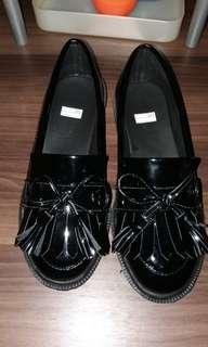 Black tassel loafer shoes