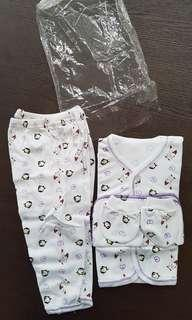 BN full set baby clothes with mittens and handkerchief