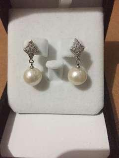High quality Freshwater pearls Dangling design.