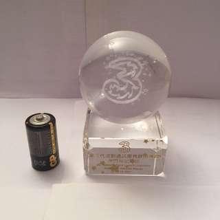 澳門和記(3 )啟用水晶紀念座
