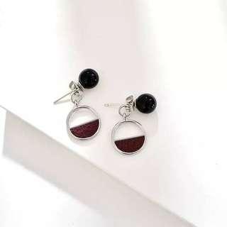 🚚 ♡現貨♡復古酒紅皮紋半鏤空圓型耳釘 耳環