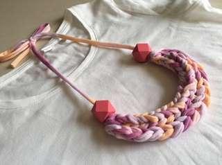 🚚 Handmade t-shirt yarn necklace - pink pastels
