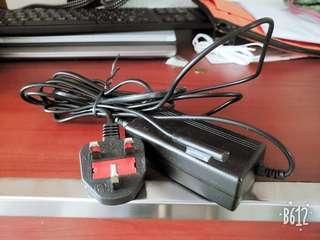 Surface Dock Pro 4 代用充電器