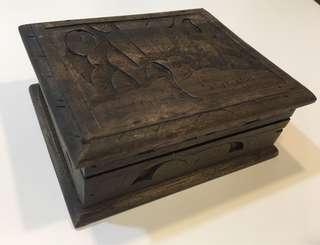 手雕刻木製飾物盒