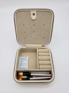 Vander Compact Jewelry Case