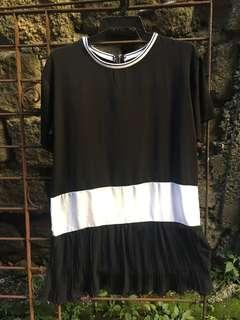 Black and white dress or tunic top