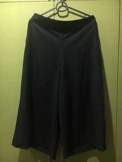 Chic Black Wide Legged Capri / Pants