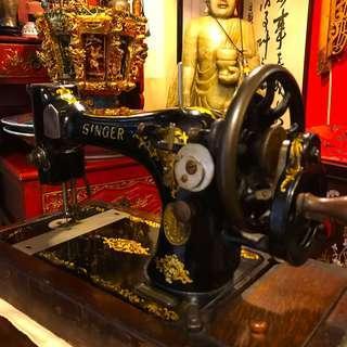 Antique 30s Singer Sewing Machine
