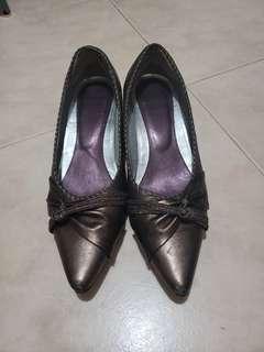 Brown heels (worn 4 to 5 times) 矮踭鞋