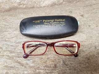 Kacamata minus maroon