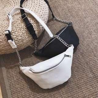 🚚 Black leather bag