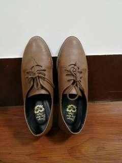 咖啡色牛津鞋