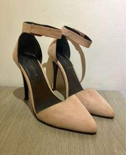 Millennial pink pointed toe heels
