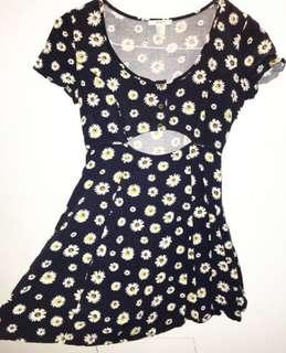 Navy sundress w/ Daisy's and buttoned front - Size 8 - $20 + postage ✨ never worn