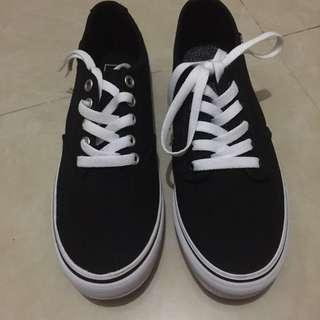 全新Vans Old Skool 黑色vans板鞋 同size不同款 介意勿議