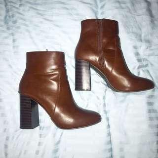 Brown heeled boot