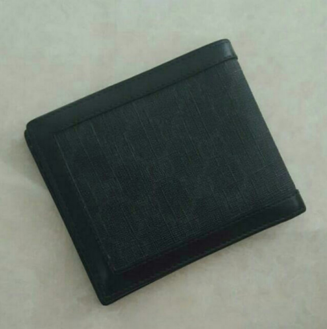 f0278825f5b7 Authentic Black Gucci Men Bifold Wallet, Men's Fashion, Bags & Wallets,  Wallets on Carousell