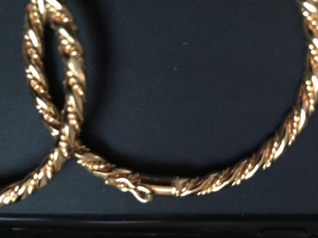 6e044476e4364 Good Quality Gold Colours Bangles