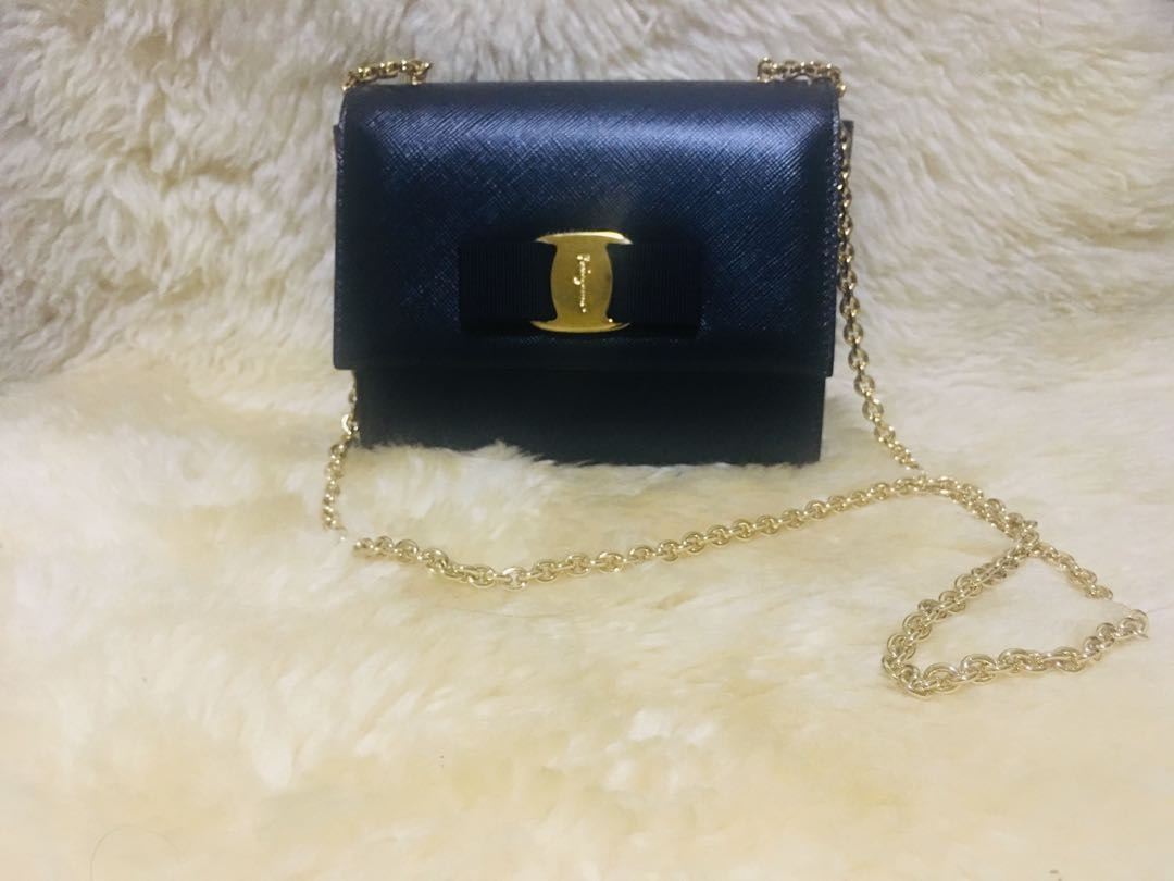 2a0d819ec6 Pre-loved Authentic Black Salvatore Ferragamo Ginny Crossbody Bag ...