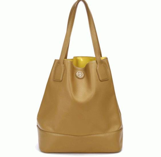 bfd370c9b92 Tory Burch Michelle Bucket Tote