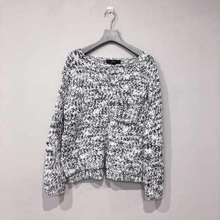 FOREVER 21 KNITTED SWEATER.