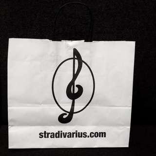 Stradivarius paperbag