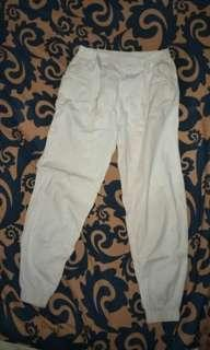 Celana joger putih