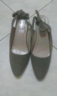 Sepatu abu wanita size 40