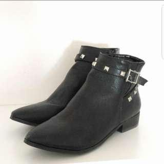 Expression Studded Chelsea Boots