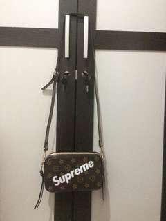 Tas Slempang Gucci Supreme