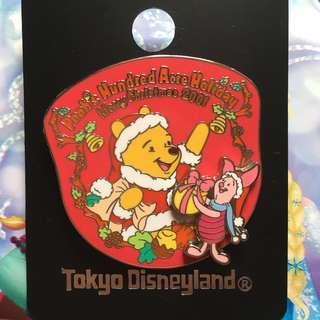 東京迪士尼襟章 小熊維尼 豬仔 聖誕節襟章 (Tokyo Disneyland Winnie the pooh and piglet christmas 2001)