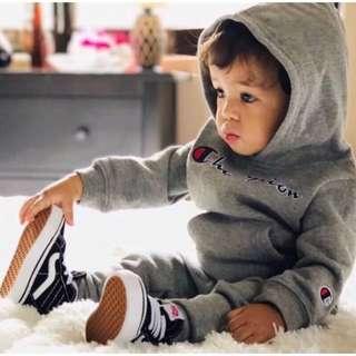 🚚 🚼《預》美國🇺🇸代購正品 Champion 超可愛冠軍寶寶套裝 小童大童刺繡LOGO 休閒運動連帽套裝 長袖衛衣