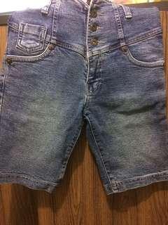 Celana Jeans Selutut