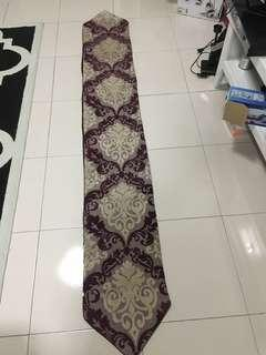 Table runner for 6 to 8 seaters