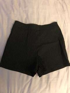 直條紋西裝短褲