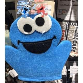 現貨~日本代購 芝麻街造型 乾怪獸兒童洗澡手套 餅 沐浴手套 搓澡搓背