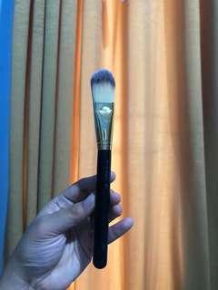 Brush Foundation MAC