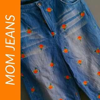 Mom Jeans with Embroidery
