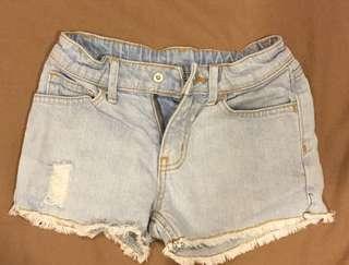 🚚 雙胞胎lativ牛仔短褲(110cm)二件