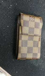 Lv Louis Vuitton 香煙套或充電器袋 九成新