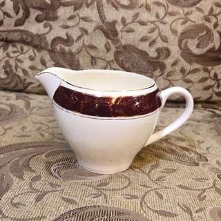VINTIQUE 英國製 歐式 老件 食器 白 x 棗紅色 描金 古典 冰裂紋 瓷壺 / 茶壺 / 奶壺 / 奶盅