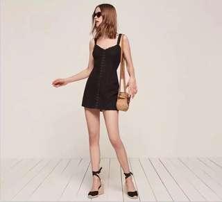 🚚 全新🇺🇸黑色純色蕾絲簍空短裙洋S號