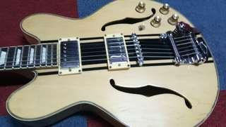 Gitar Semi Hollow Body Gibson Custom