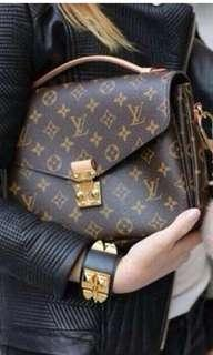 Louis Vuitton Pochette Metis 🎉🎉 ($2650 Deal by this week!!)