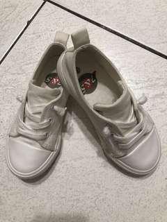 🚚 兒童小白鞋