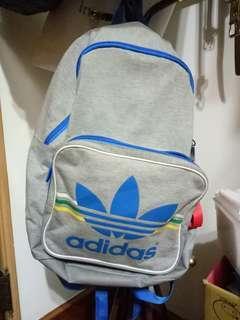 🚚 Adidas體育用品背包
