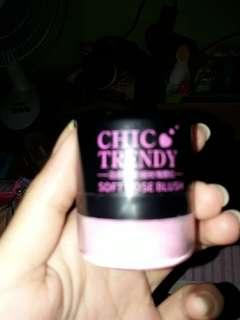 Blush on chic trendy baru di pake 2x,warnanya kurang cocok di kulitq.