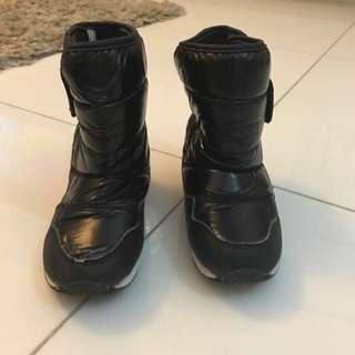 Kids Winter Boots in Black