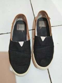 Sepatu hush puppies