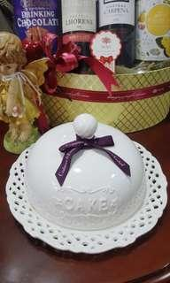Cake Plate with Cover Set Beautiful !